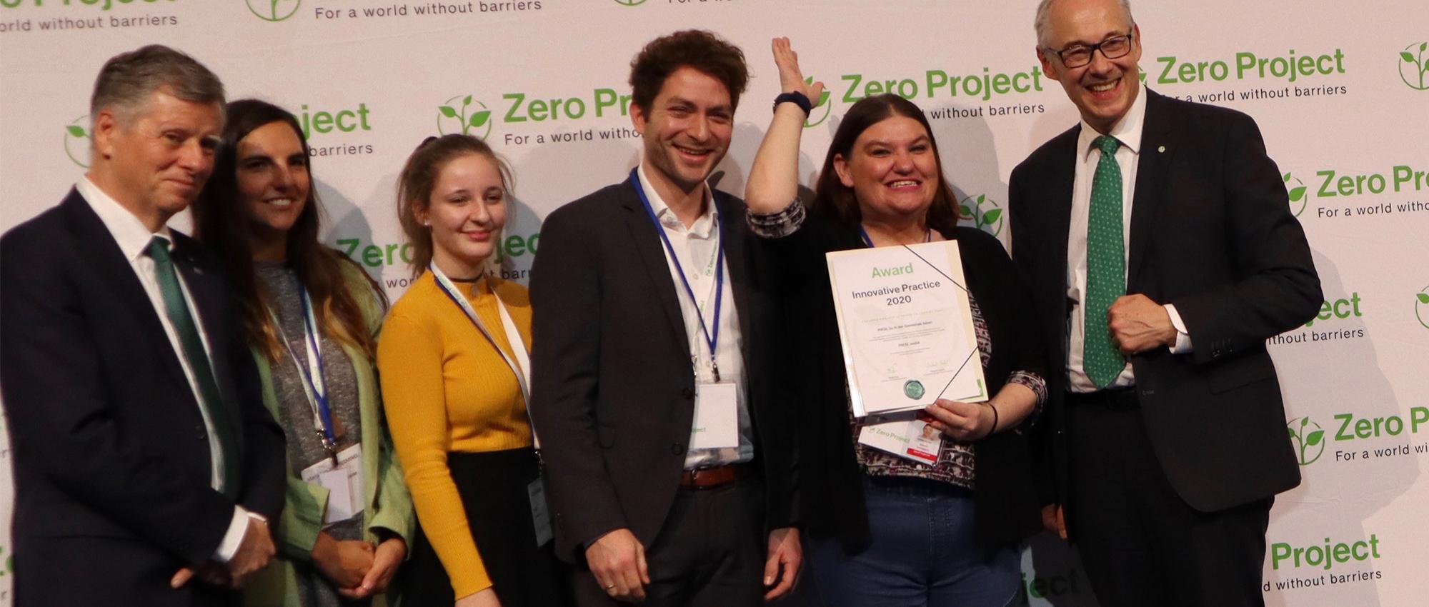Gruppenfoto mit Mitarbeiter*innen von Zero Project und Tim Neumann und Jennifer Wiche von PIKSL